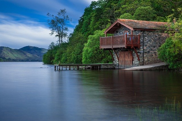 This image has an empty alt attribute; its file name is boat-house-192990_640.jpg